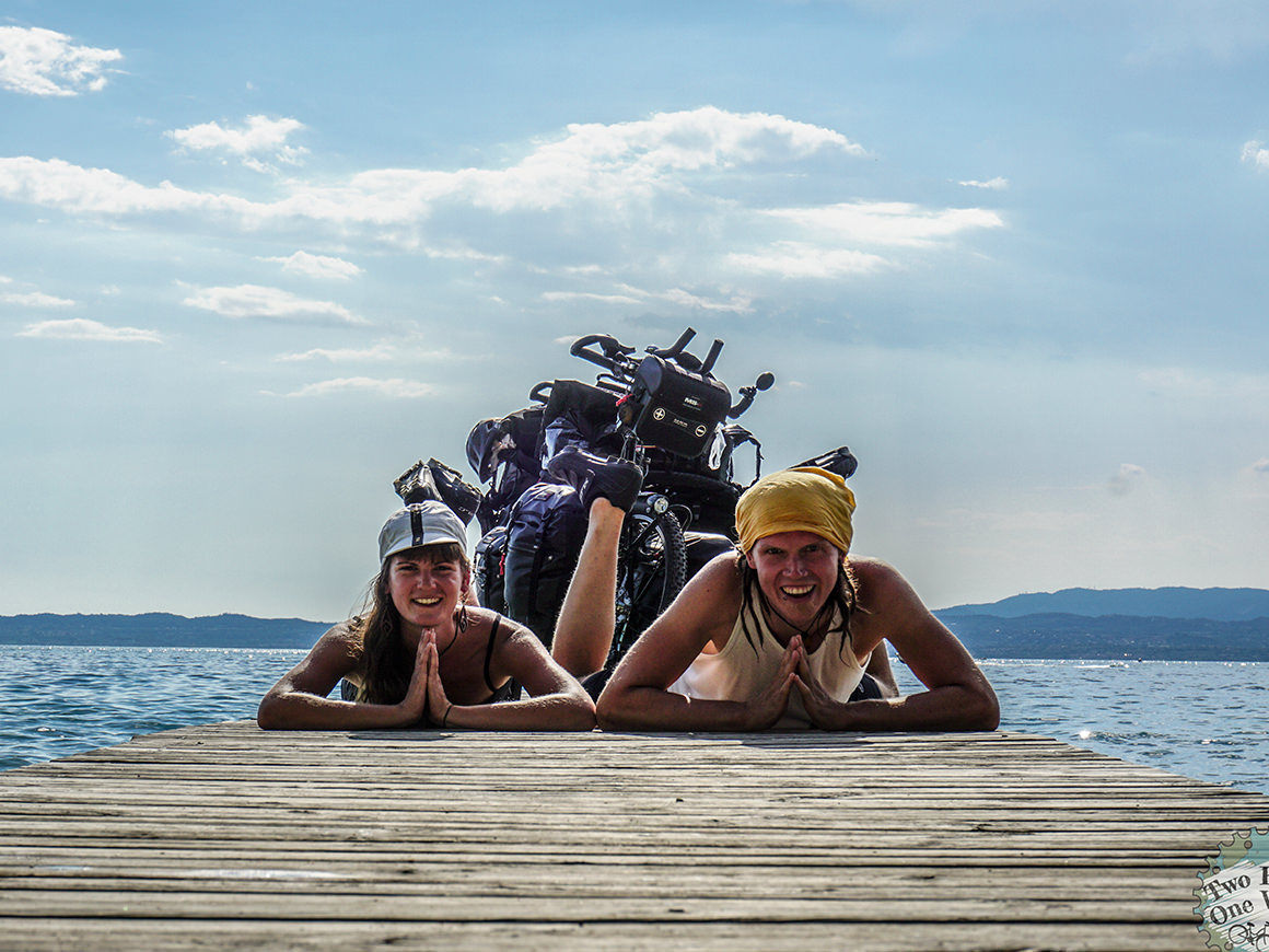 Anja und Gnubbi / Two Bikes One World